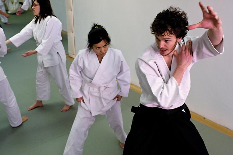 Deshi teaching a beginner
